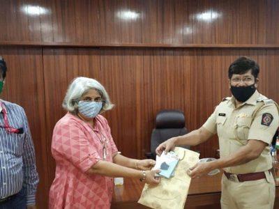 Masks-provided-to-Pune-Police-v1